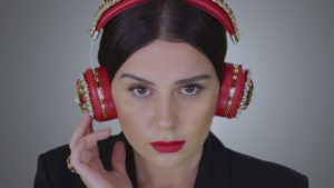 Merve Özbey Hani Bizim Sevdamız 300x169 - دانلود آهنگ جدید مروه اوزبی به نام هانی بیزیم سودامیز